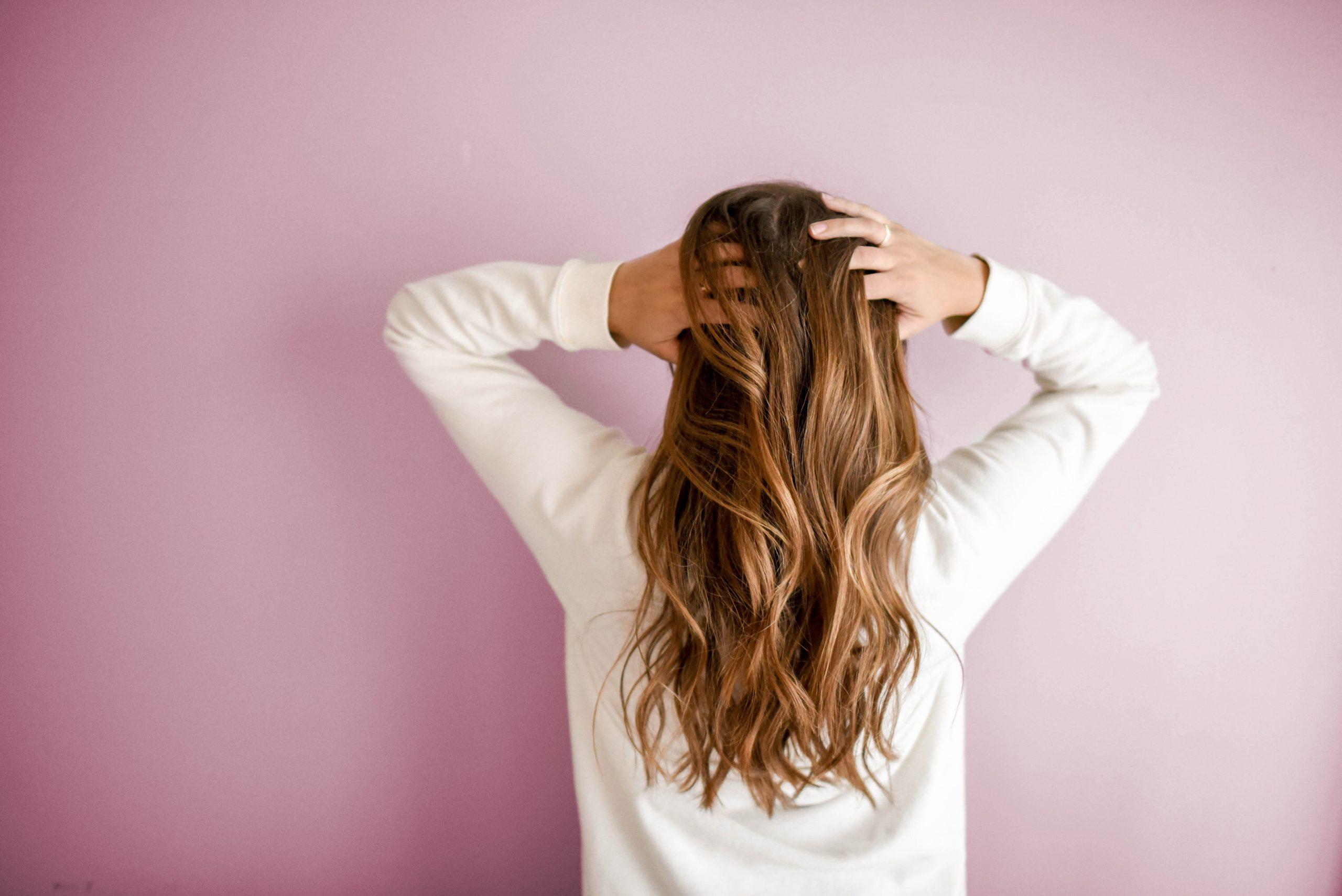 Dieta na wypadające włosy. Co włączyć do swojej diety?